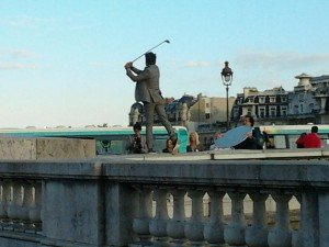 Golfeur sur un pont ! Golf on the bridge ! golfeur-300x225